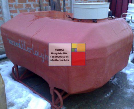 20 m3-es fekvő hengeres poliészter - üvegszálas műanyag tároló tartály, több db.
