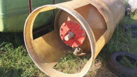 1,7  m3-es poliészter üvegszálas műanyag tároló tartály - álló  hengeres;