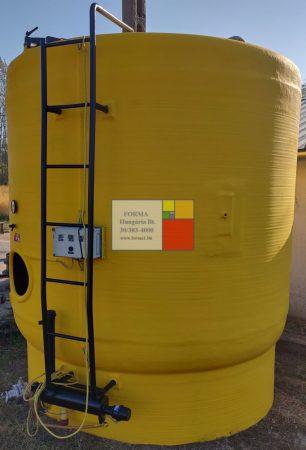 10 m3-es álló hengeres - fűthető/hűthető- poliészter üvegszálas műanyag keverő tartály ;